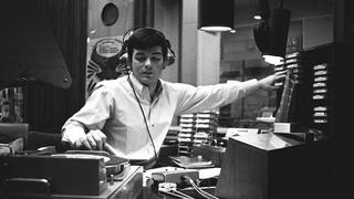 tony-blackburn-presents-the-breakfast-show-the-first-programme-on-the-new-radio-1-136400770109903901-150929172357.jpg